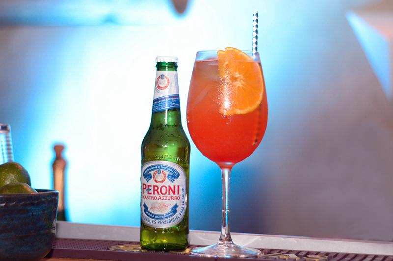 La cerveza Peroni sola o en combinación en el trago Peroni Spritz fueron protagonistas de una noche exclusiva que la marca realizó en los altos de los cerros de San Bernardino.