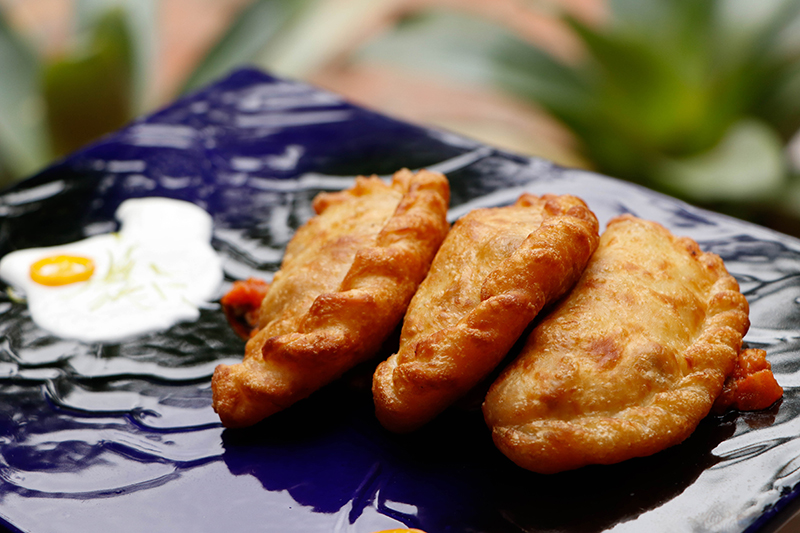 """Entrada de Empanadas, Julián nos comentaba que su idea es ir variando los rellenos de las mismas constantemente. """"En Colombia hay una empanada muy tradicional que tiene un relleno parecido a un guiso."""""""