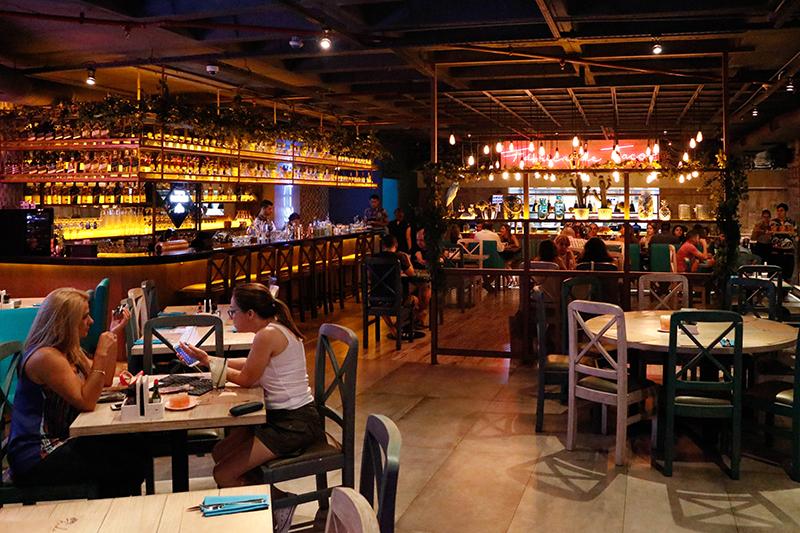 Una vista del salón principal, en donde ya se puede apreciar el colorinche propio de los ambientes mexicanos pero con estilo.