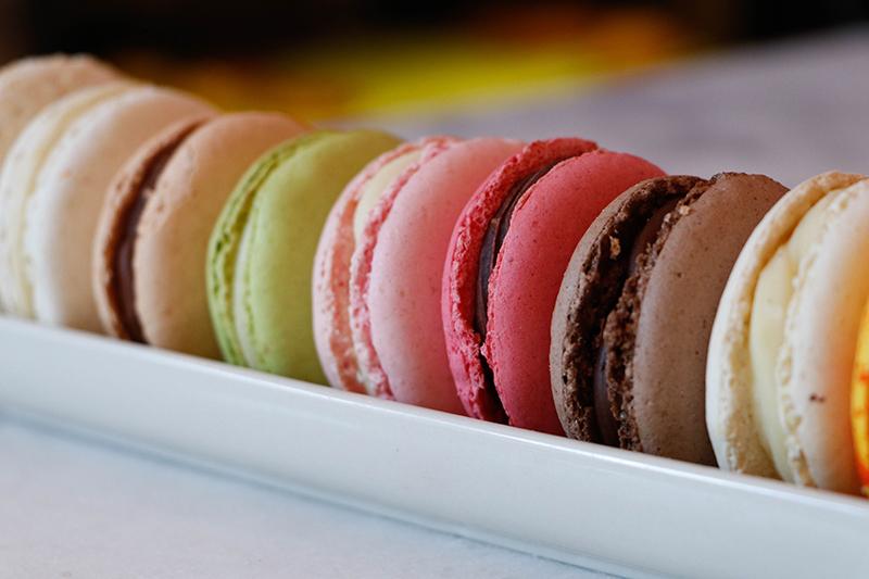 Los macarons son una de las especialidades de George Patissier. También tienen en tortas, tartas, entremets. Y productos salados como sandwiches y pizzas.