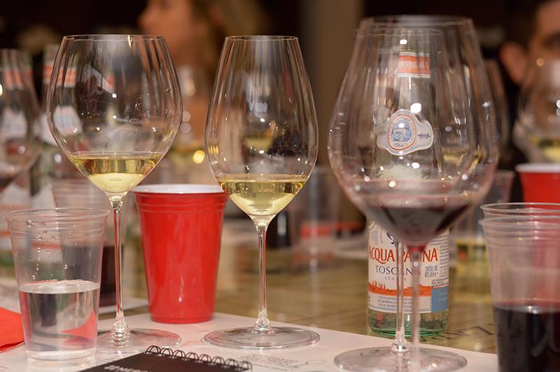 Las copas Riedel de la línea Perfomance, tienen un efecto óptico que dan la impresión de que tienen rayas verticales. Tienen una mayor superficie interna que ayuda a mejorar la oxigenación de los vinos.