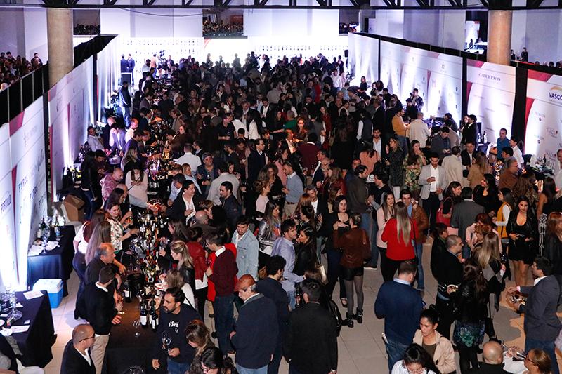 Una imagen repetida. Todos los años se colman los salones de la Expo Vino. Un evento que ya caló muy hondo en el público asunceno.