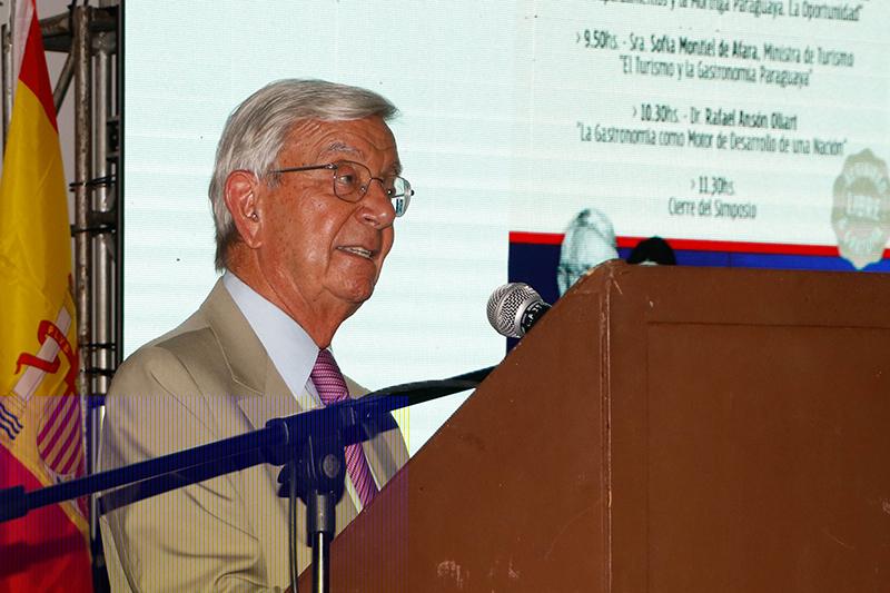 Rafael Ansón, Presidente de la Real Academia de Gastronomía de España, estuvo disertando en nuestro país.