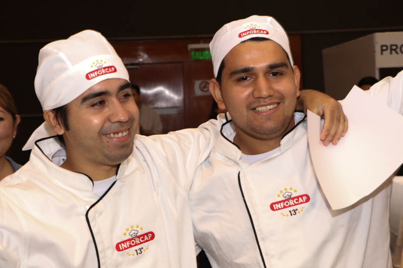 Adalberto y Pablo Morales, los hermanos que ganaron el primer premio. Representaron a una empresa de Ñemby.