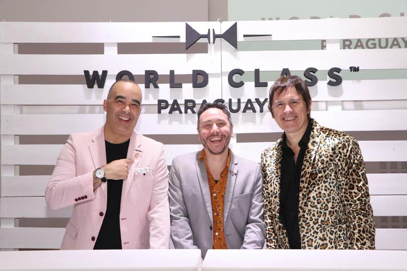 Marcelo Pellejero (izq.), director académico del World Class; Alvaro Pereira brand manager de Diageo y Juan Carlos Baucher, brand ambassador de Johnnie Walker y maestro de ceremonia.