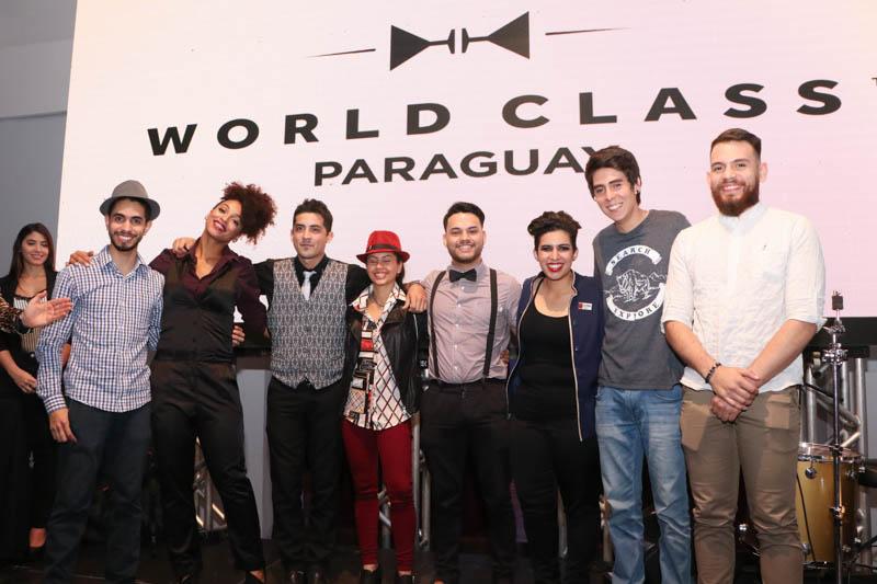 Los ocho semifinalistas posando antes de la premiación. De izquierda a derecha, Josmar Figueras, Carmine Marquez, Erwin Ortíz, Nani Peralta, Rodrigo Villalba, Nataly Peralta, Fabrizzio Perruchino y Daniel Salas.