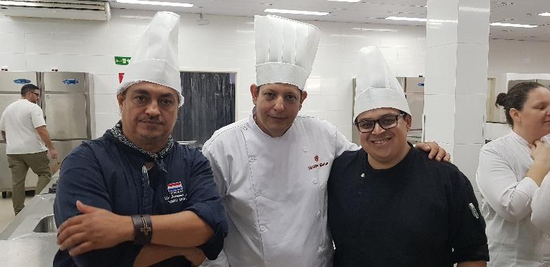 De izquierda a derecha: Vidal Domínguez Díaz, Paraguay; Marcial Barrios, Argentina y Maiko Scheibel, Brasil. Equipo que quedó en segundo lugar.