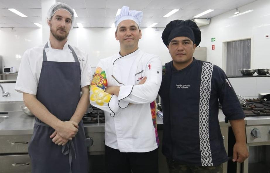 El equipo que resultó ganador. De izquierda a derecha: Mateus Dallmoro, Brasil; Catalino Gabriel Garay, Paraguay y Jhonatan González, Argentina.