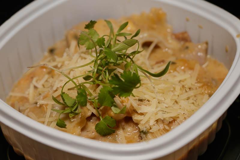 Una de las propuestas del stand de No me olvides, ravioles de camembert, panceta, salsa de calabaza y nuez.