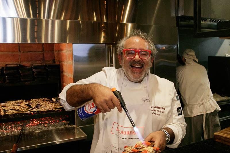 Gastón Riveira, el chef creador de La Cabrera durante la inauguración de su nuevo local ubicado en el Shopping del Sol.