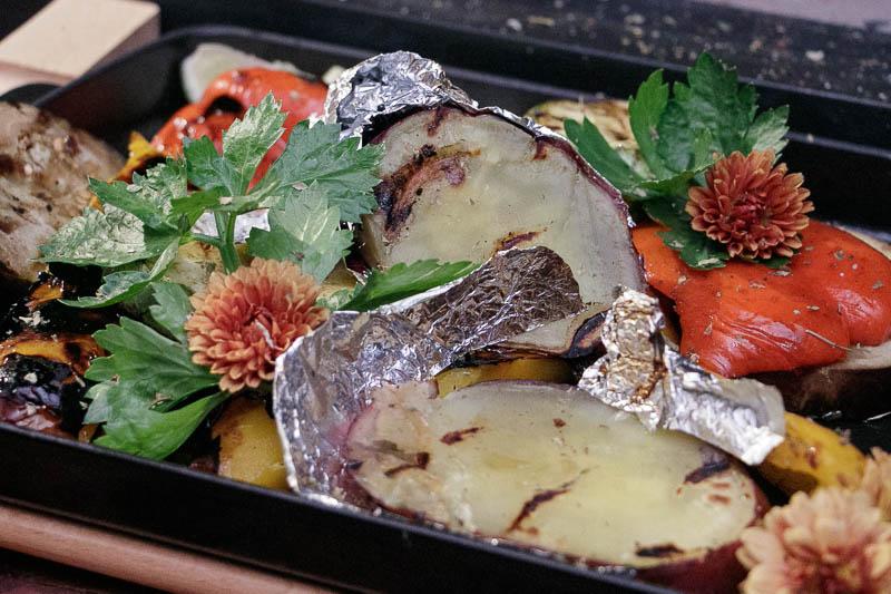 Las verduras a la parrilla son también una de las ofertas de Lo de Silverio, así como las papas y las batatas asadas a las brasas.