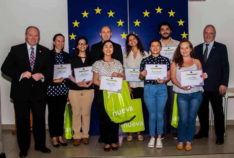 Foto de los ganadores del original concurso de gastronomía virtual organizado por la Unión Europa.