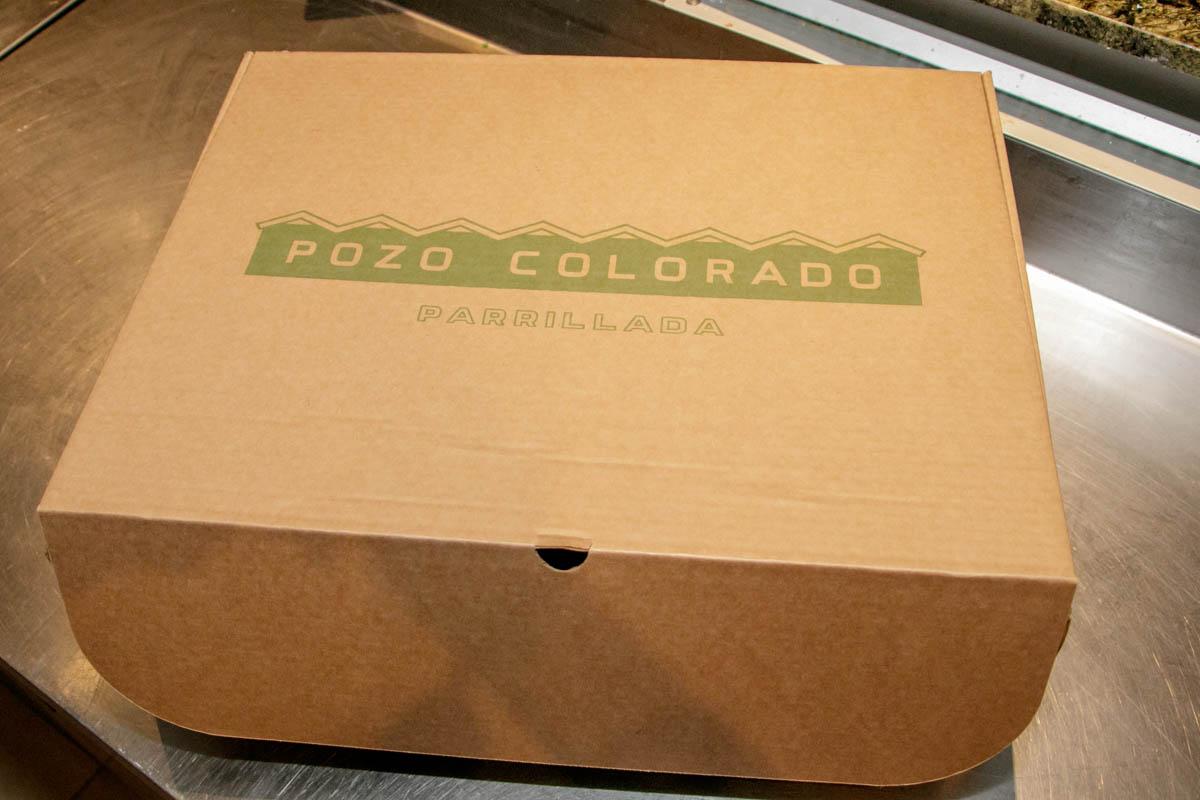 Esta es la Caja de Pozo. Los productos van convenientemente envueltos en papel de aluminios a fin de que no pierdan el calor.