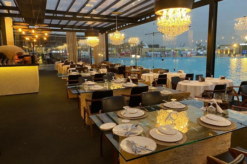 Una vista imponente del restaurante El Lechazo, en Riad, capital de Arabia Saudita. Todo el montaje estuvo a cargo de un chef paraguayo.